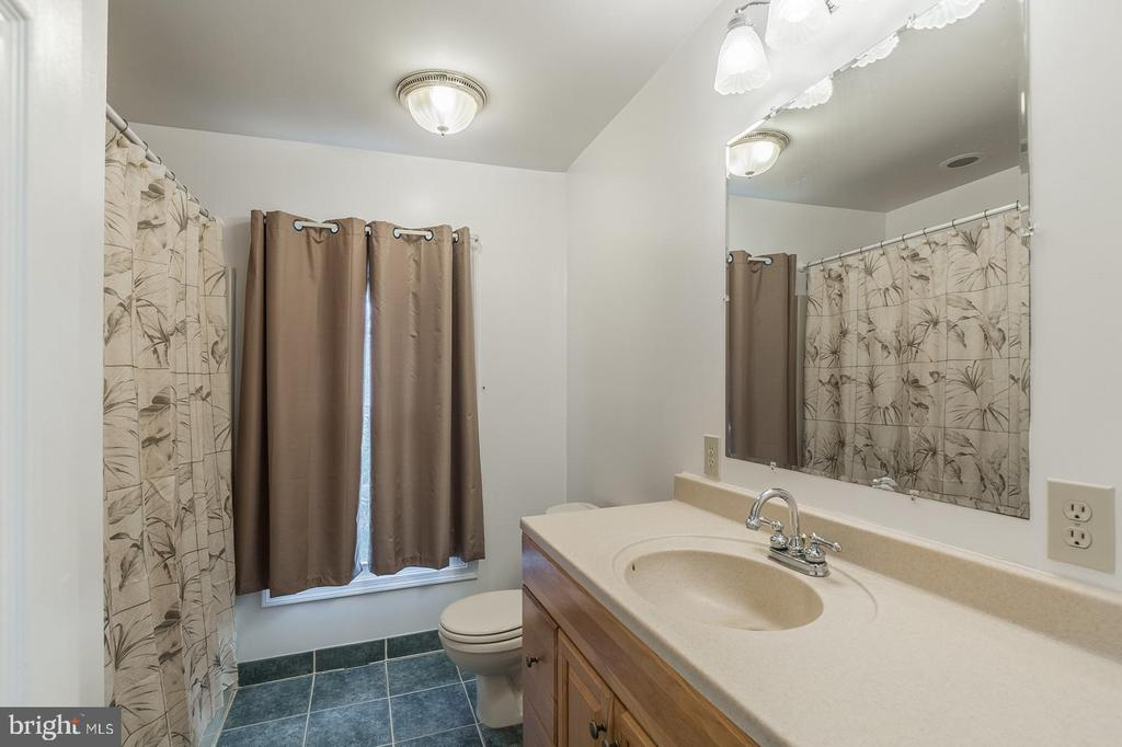 Private Apartment Bathroom - 15 OLD FORT LN, STAFFORD
