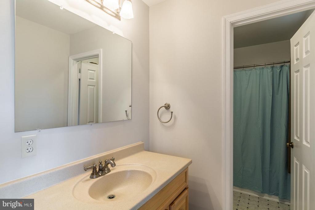Bathroom 2 - 15 OLD FORT LN, STAFFORD