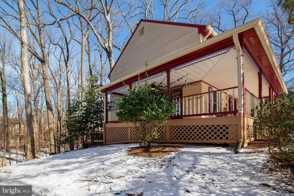 Side porch for dining and entertaining - 549 DRUID HILL RD NE, VIENNA