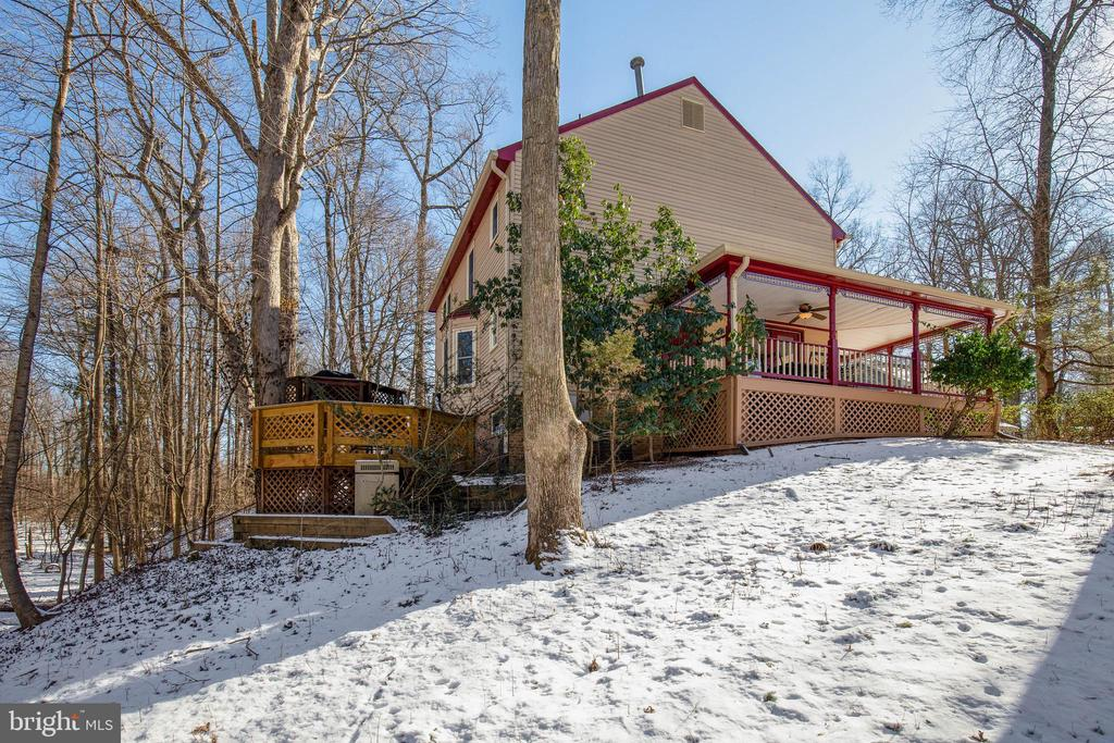 So much outdoor space with dual decks and porch - 549 DRUID HILL RD NE, VIENNA