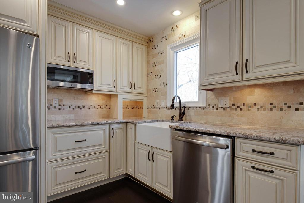 Storage is not an issue in this gorgeous kitchen - 549 DRUID HILL RD NE, VIENNA