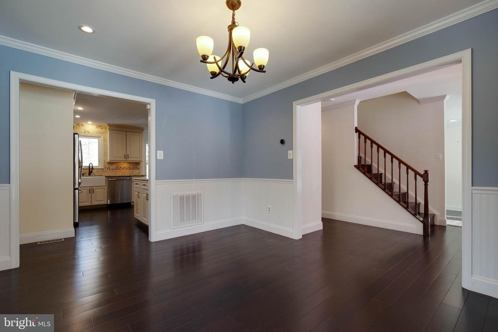 Open to both kitchen, outdoor space & living room - 549 DRUID HILL RD NE, VIENNA