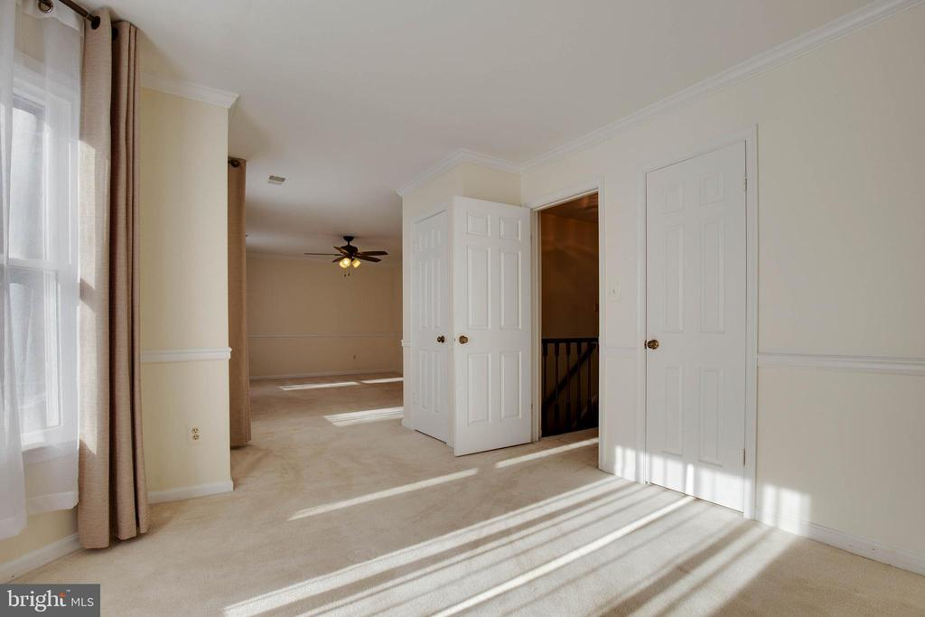 Bay window and closet can make this room a bedroom - 549 DRUID HILL RD NE, VIENNA