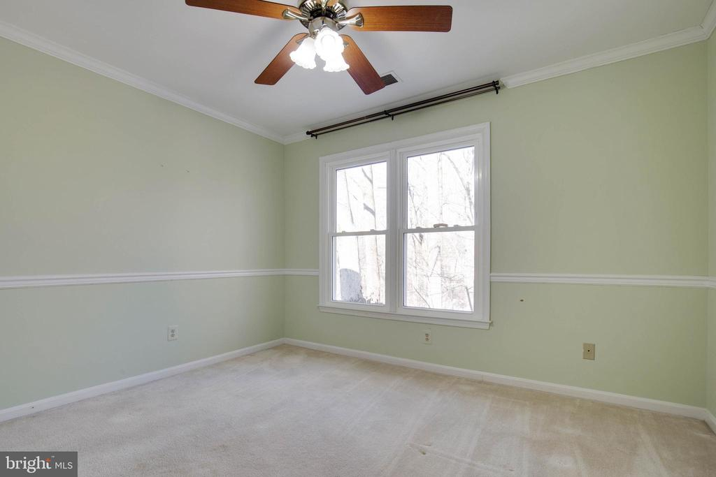 Dual windows give this room so much light - 549 DRUID HILL RD NE, VIENNA
