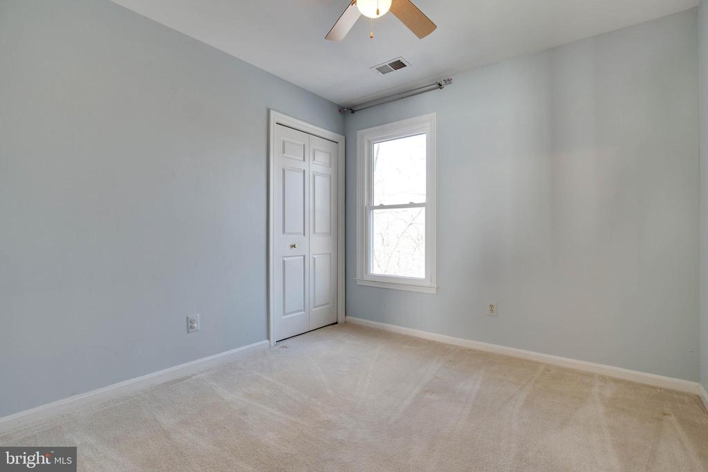 Ceiling fan and space for this bedroom- wonderful - 549 DRUID HILL RD NE, VIENNA