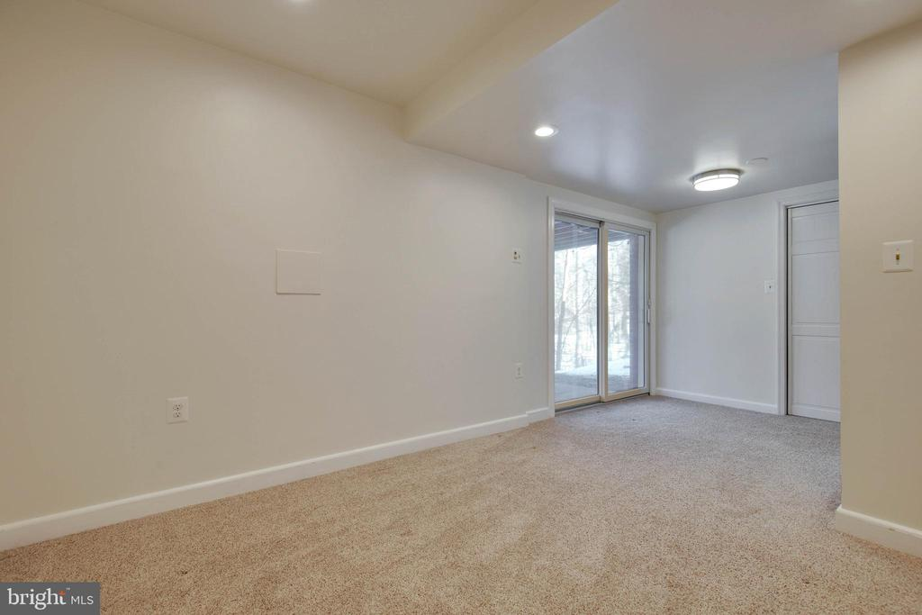 Lower level bedroom with outside access - 549 DRUID HILL RD NE, VIENNA