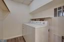 Fantastic laundry room with storage & clothes rack - 549 DRUID HILL RD NE, VIENNA