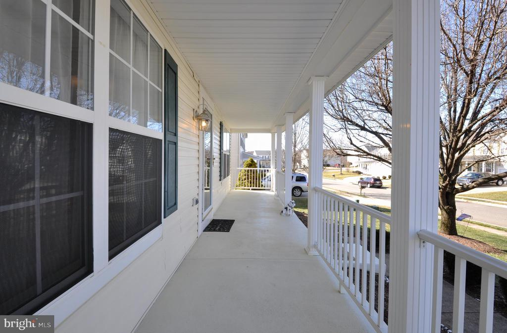 Enjoy the outdoors on your inviting Front Porch! - 6 GRANITE CT, FREDERICKSBURG