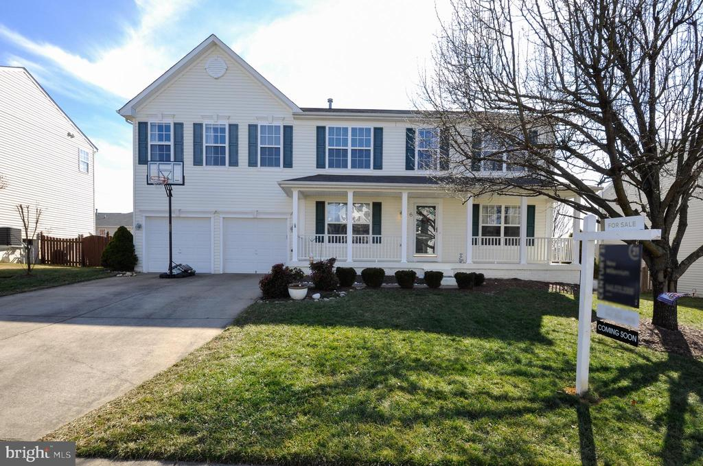 This England Run North home has great curb appeal! - 6 GRANITE CT, FREDERICKSBURG