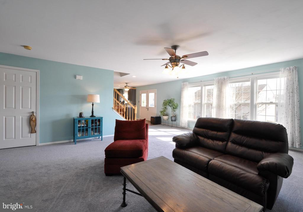 NEW carpeting & tons of light in this space! - 6 GRANITE CT, FREDERICKSBURG