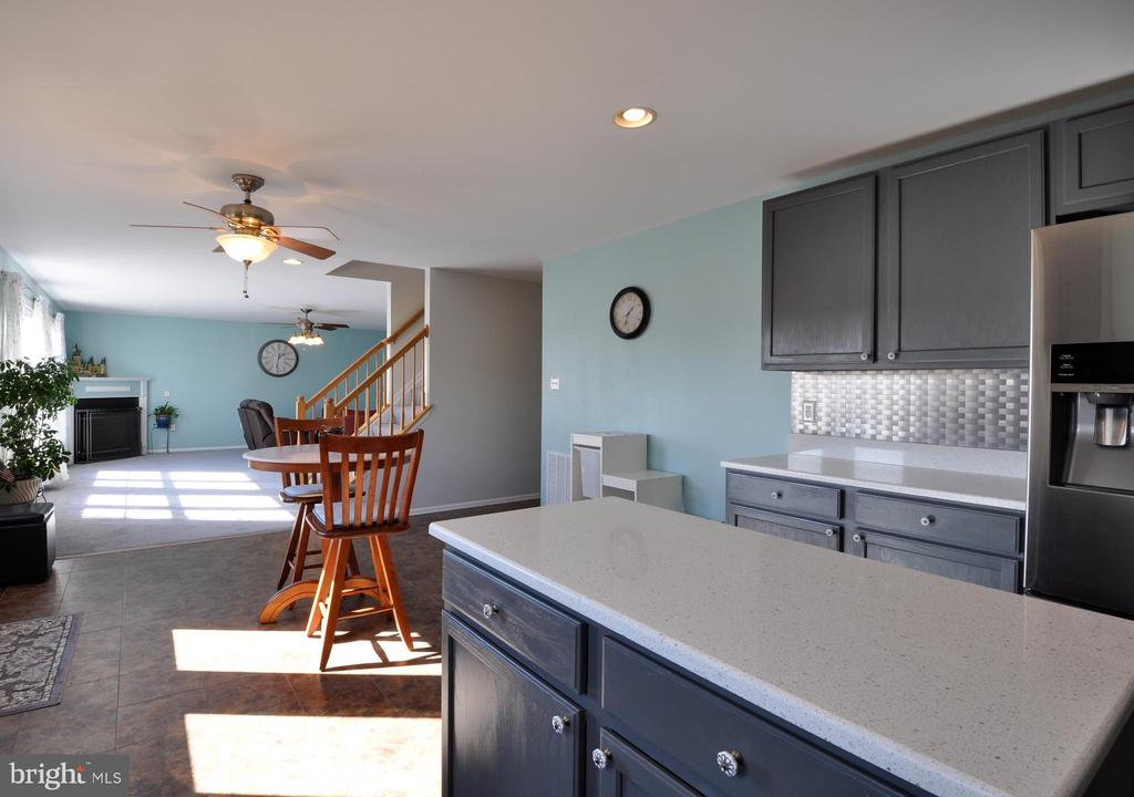 Quartz countertops in this updated Kitchen - 6 GRANITE CT, FREDERICKSBURG