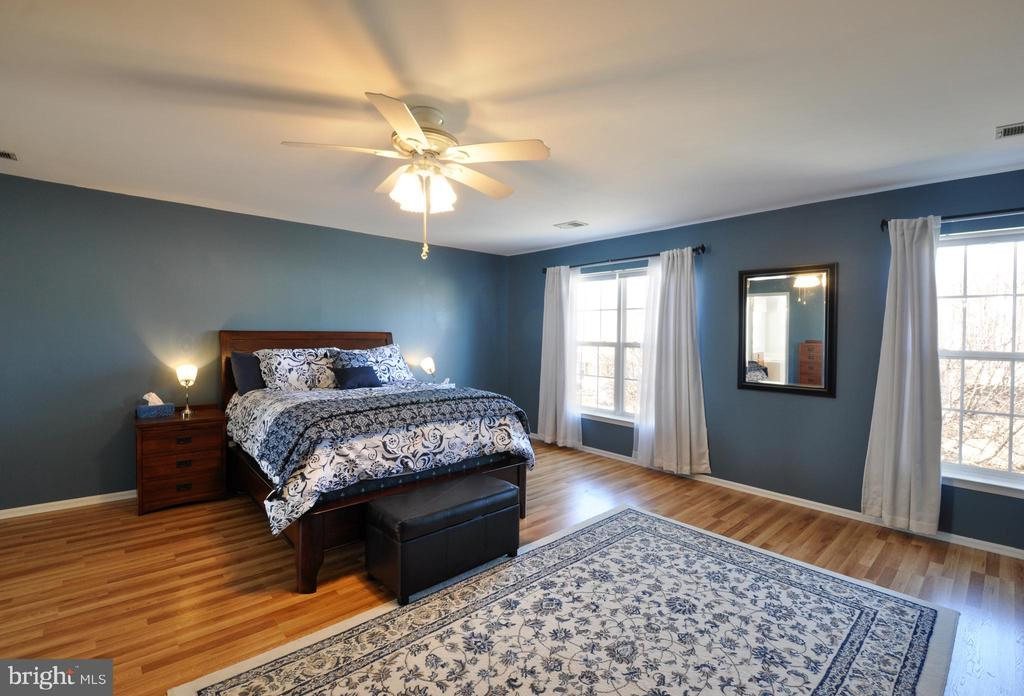 Spacious Master Bedroom! - 6 GRANITE CT, FREDERICKSBURG
