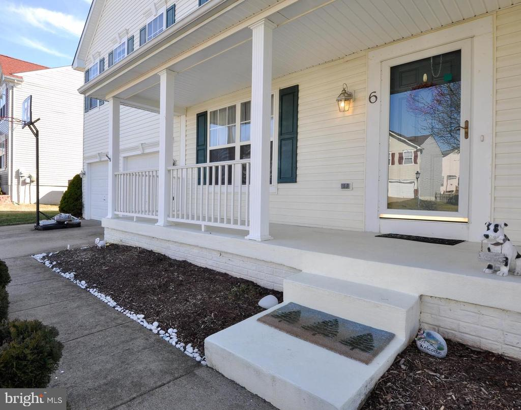 Full Front Porch for your enjoyment! - 6 GRANITE CT, FREDERICKSBURG