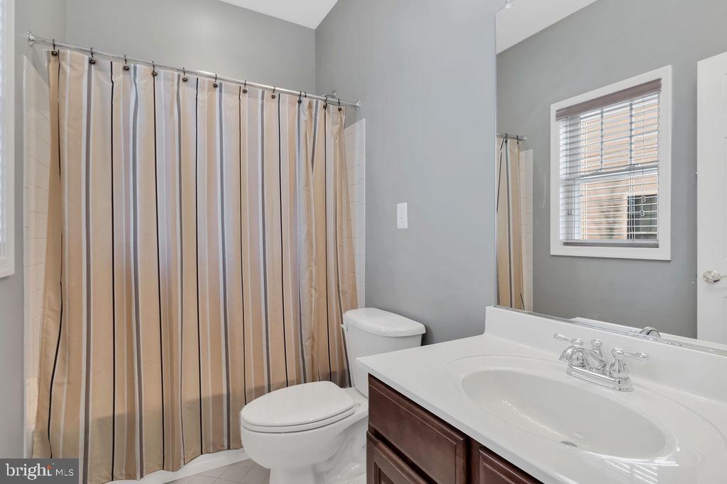 Bathroom en suite - 42445 MEADOW SAGE DR, BRAMBLETON