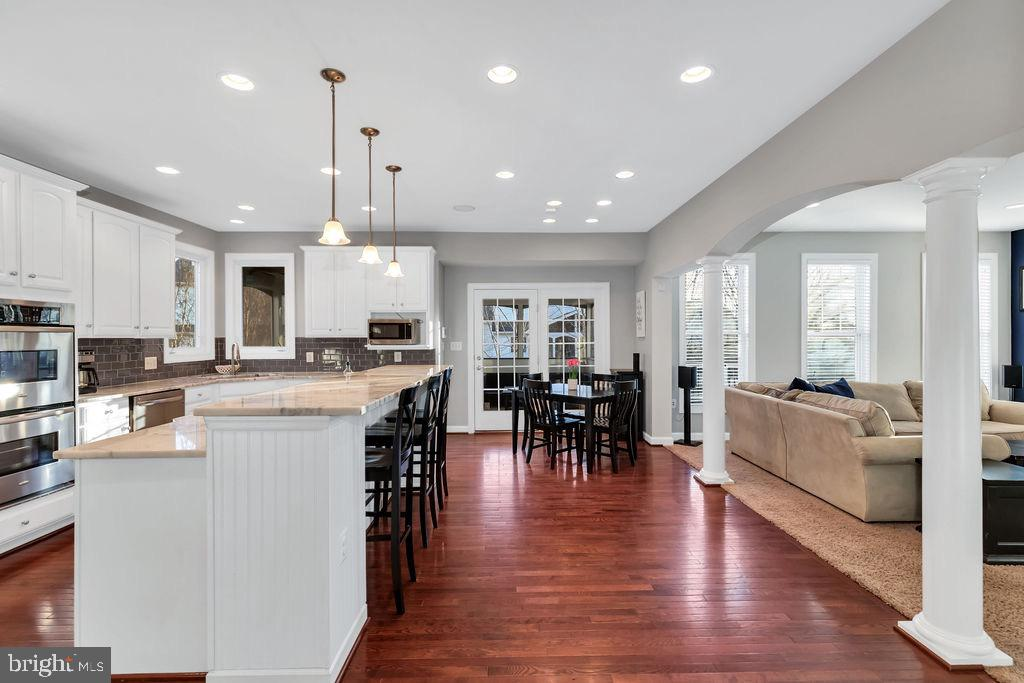 Open kitchen and family room - 42445 MEADOW SAGE DR, BRAMBLETON