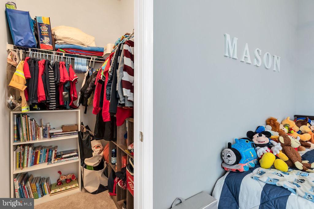 Large closet spaces - 42445 MEADOW SAGE DR, BRAMBLETON