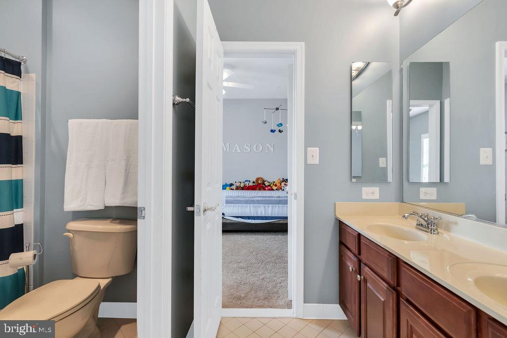 Bathroom attached to bedrooms - 42445 MEADOW SAGE DR, BRAMBLETON