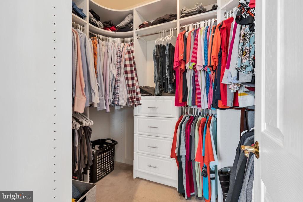 Closet organizer in master bedroom - 42445 MEADOW SAGE DR, BRAMBLETON