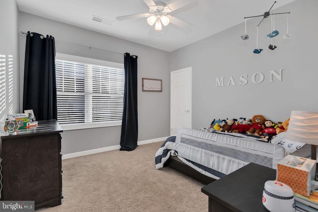 Bedroom with walk-in closet - 42445 MEADOW SAGE DR, BRAMBLETON