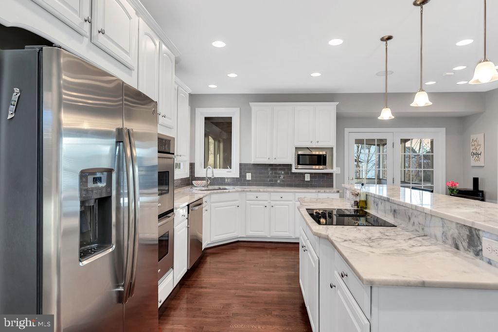 Newer stainless appliances - 42445 MEADOW SAGE DR, BRAMBLETON