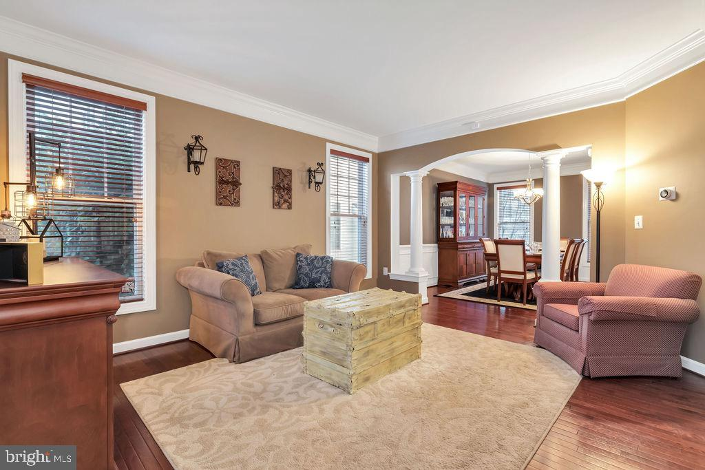 Living room opens to dining room - 42445 MEADOW SAGE DR, BRAMBLETON