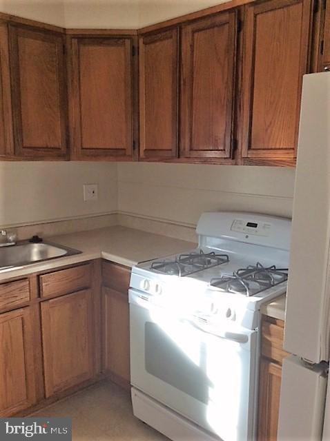 One of two kitchens! - 1200 42ND PL NE, WASHINGTON