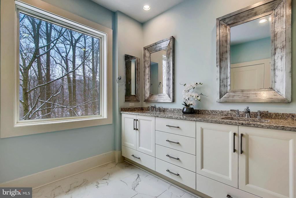 Owners' Suite Bathroom - 5402 MERRIAM ST, BETHESDA
