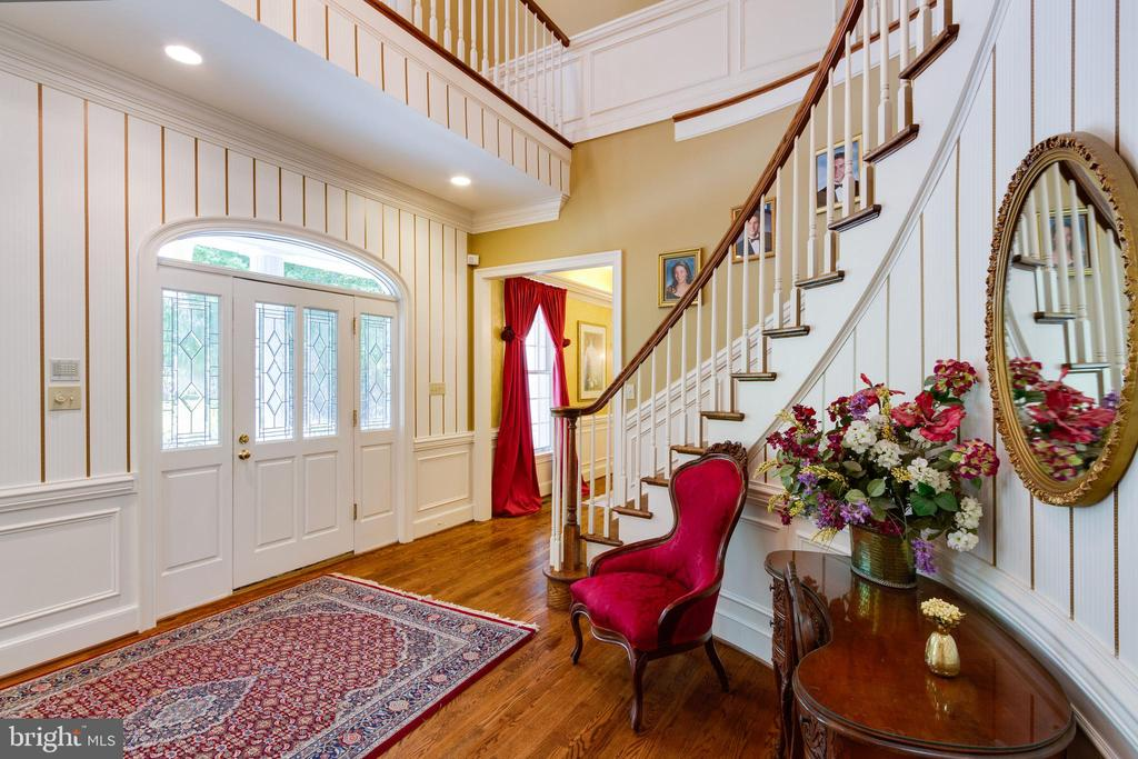 Grand two-story foyer with curved staircase - 12970 WYCKLAND DR, CLIFTON