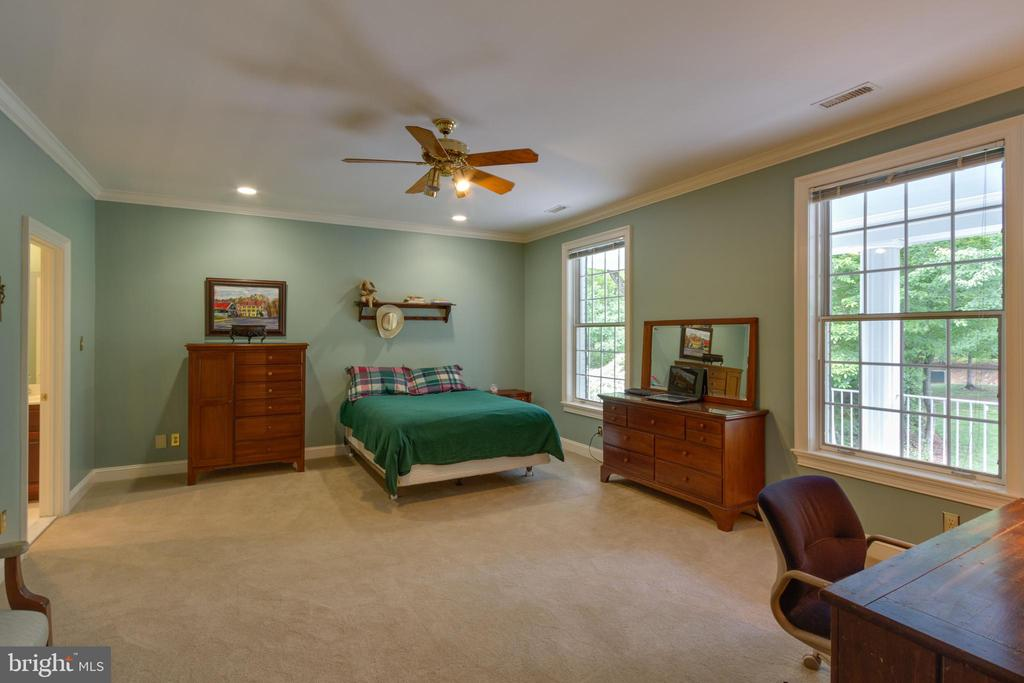 Second Master Bedroom on the upper level - 12970 WYCKLAND DR, CLIFTON