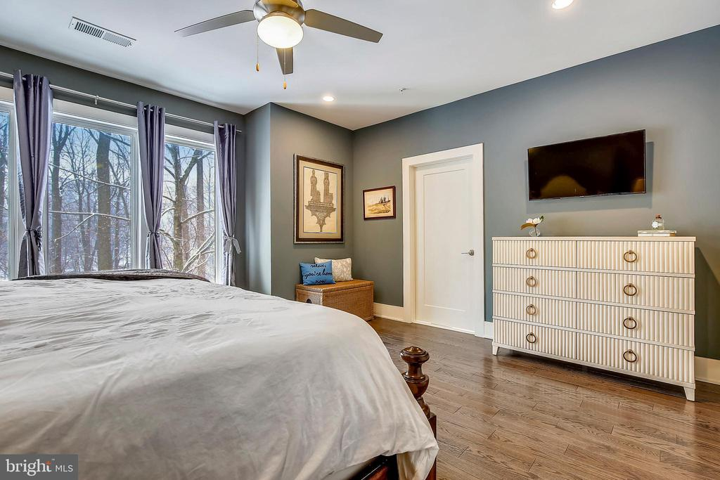 Owners' Suite - 5402 MERRIAM ST, BETHESDA