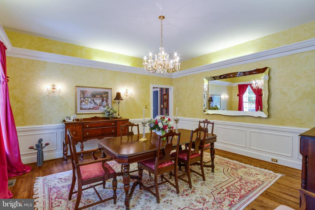 Large Dining Room great for entertaining - 12970 WYCKLAND DR, CLIFTON
