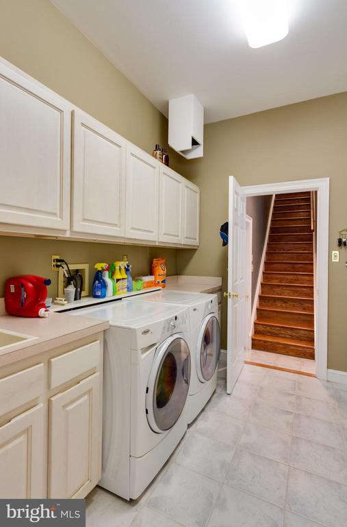 Main level Laundry Room with large Pantry - 12970 WYCKLAND DR, CLIFTON