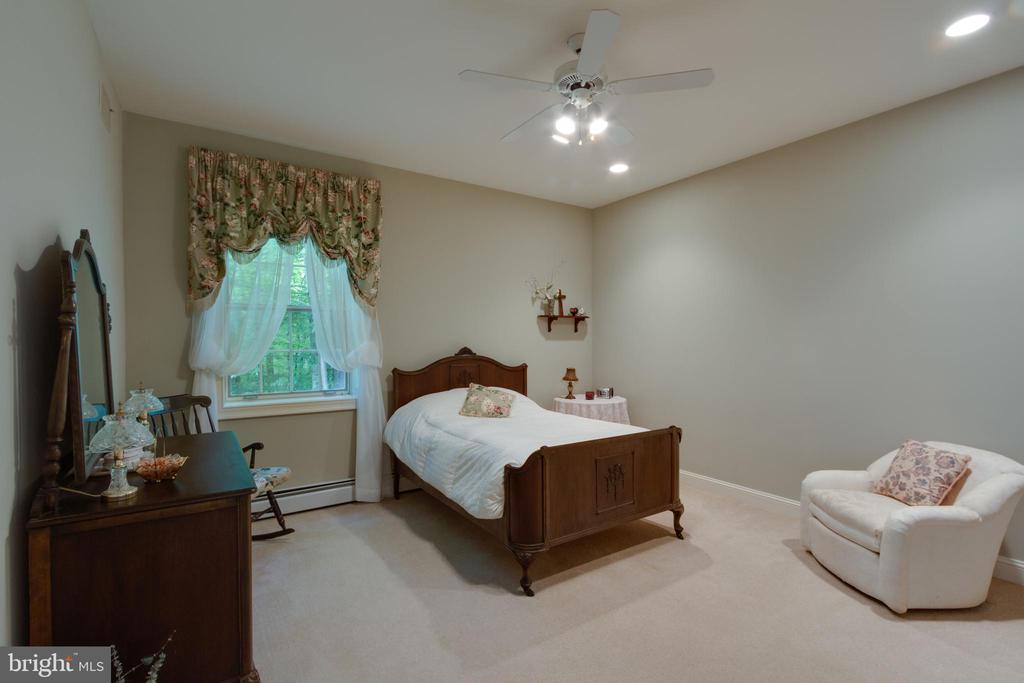 In-Law/Au Pair Suite with Large Bedroom - 12970 WYCKLAND DR, CLIFTON