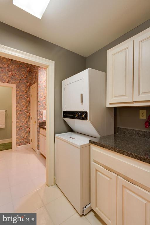 In-Law Suite w/ Full Bath and Laundry Room - 12970 WYCKLAND DR, CLIFTON