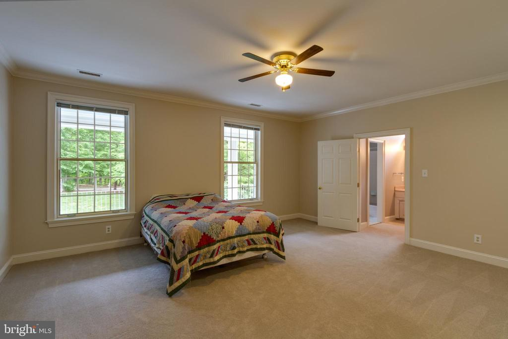 Large Bedroom with attached Bath - 12970 WYCKLAND DR, CLIFTON