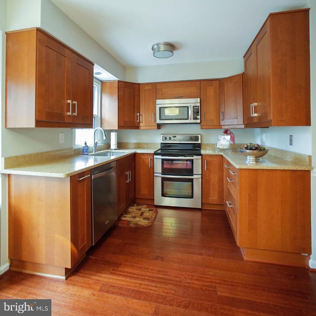 Kitchen - 7126 BRIDGEPORT CT, SPRINGFIELD