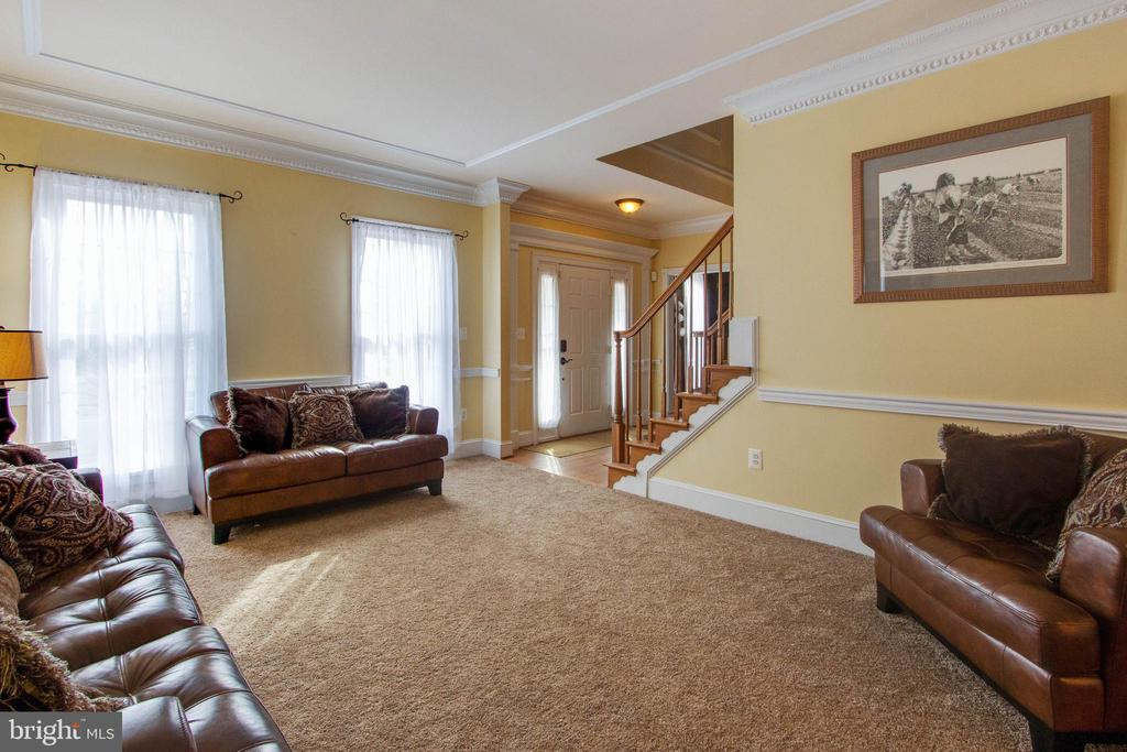 Spacious living room in which to relax - 3713 STONEWALL MANOR DR, TRIANGLE