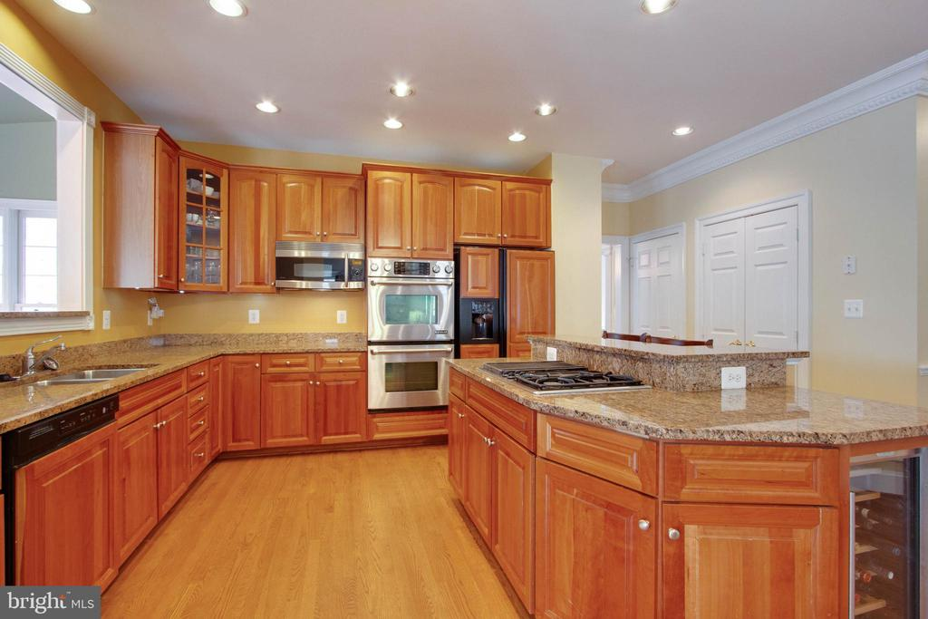 Beautiful granite counters & island cooktop - 3713 STONEWALL MANOR DR, TRIANGLE