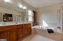 Dual vanity & soaking tub in master - 3713 STONEWALL MANOR DR, TRIANGLE