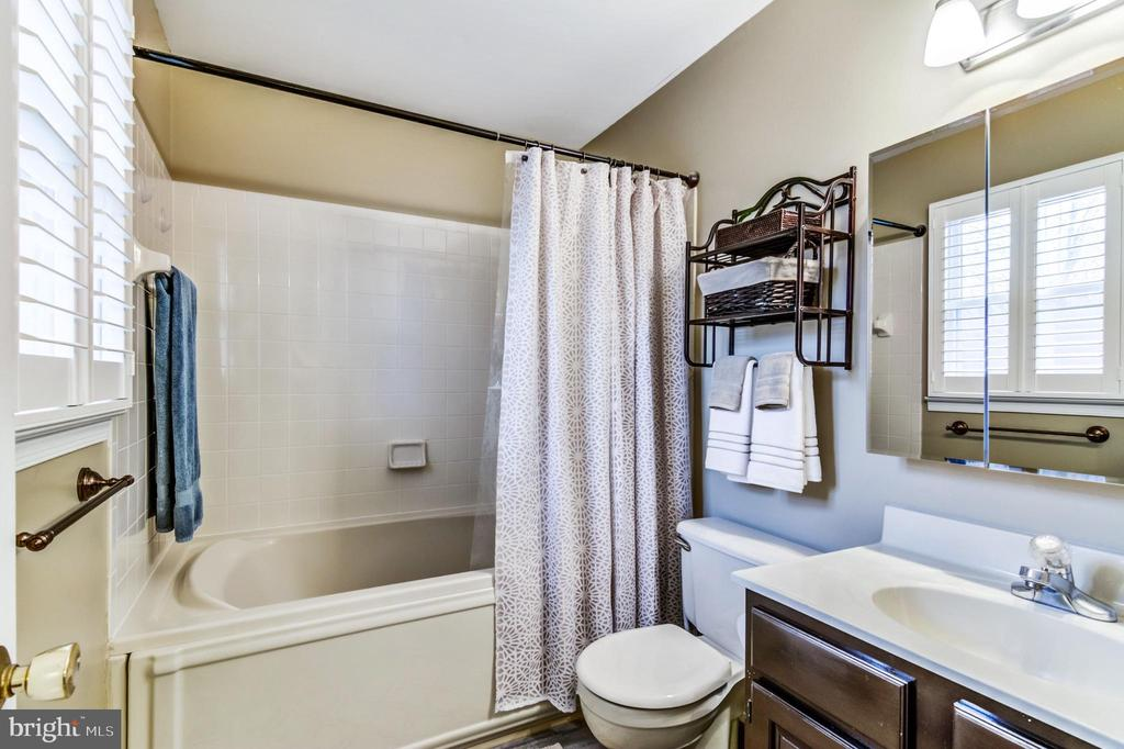 Beautiful master bathroom - 65 GREEN ACRE DR, STAFFORD