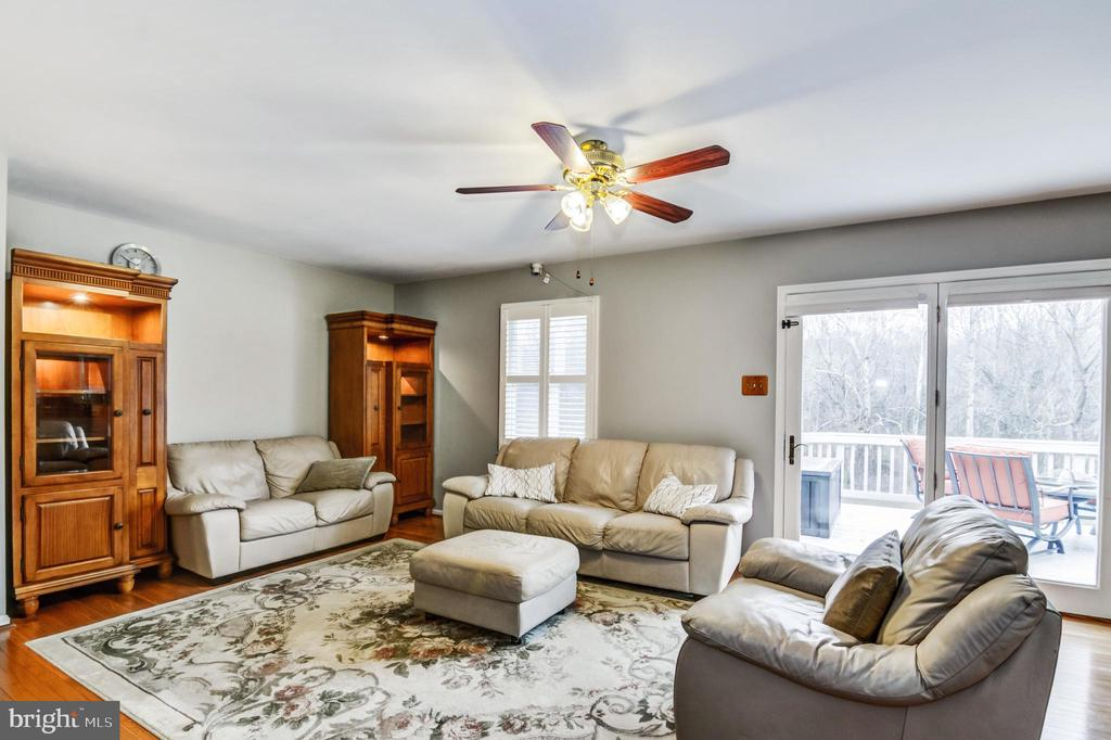 Sunny and bright family room - 65 GREEN ACRE DR, STAFFORD