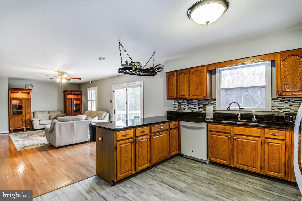 Spacious updated kitchen - 65 GREEN ACRE DR, STAFFORD