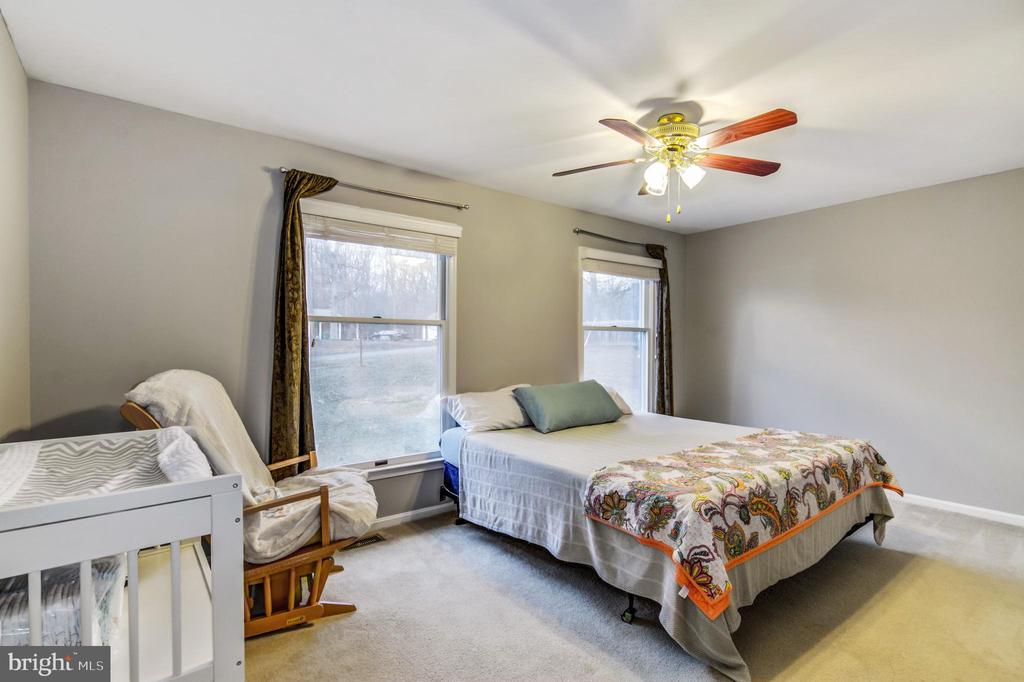 Light-filled bedrooms - 65 GREEN ACRE DR, STAFFORD