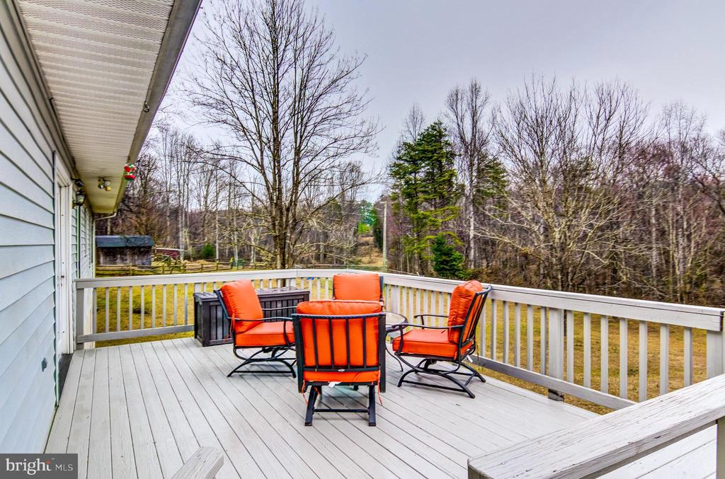 Have fun grilling out in privacy! - 65 GREEN ACRE DR, STAFFORD