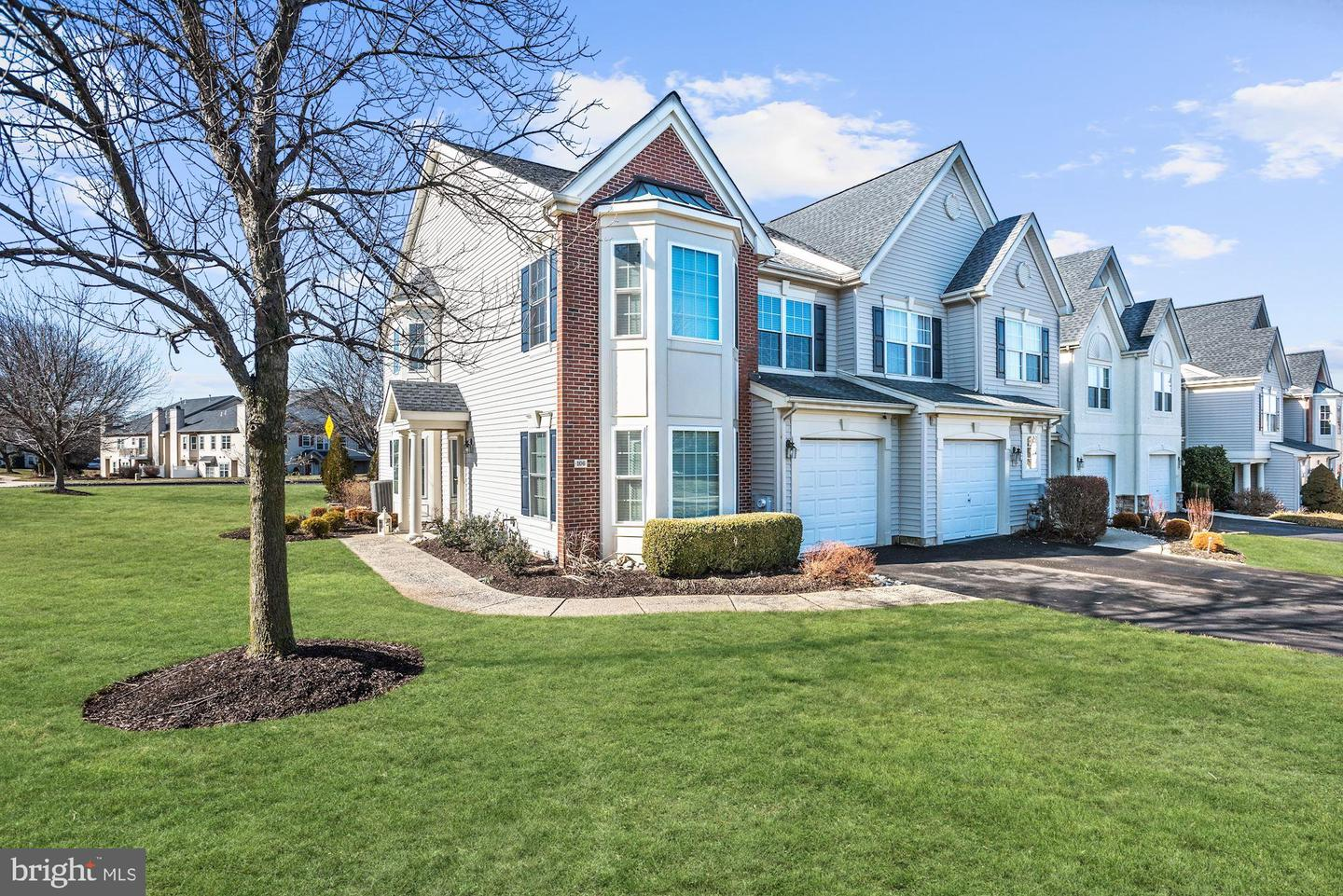 Photo of home for sale at 106 Silver Oak Court, Warminster PA