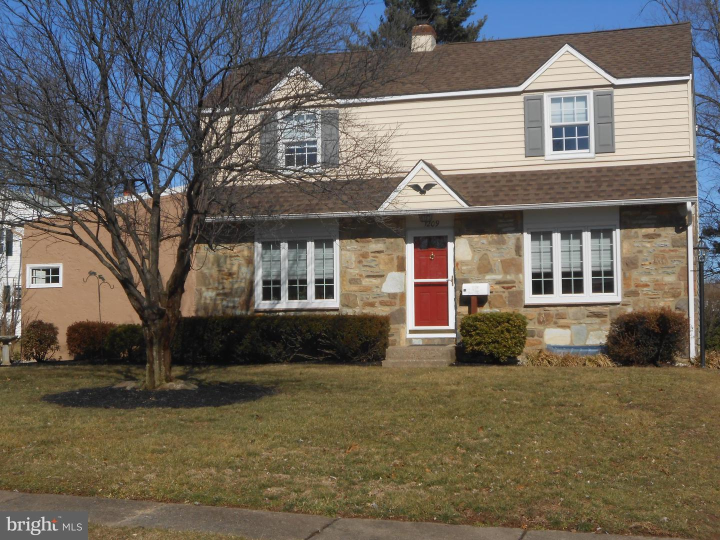 Photo of home for sale at 1209 Cambridge Road, Warminster PA
