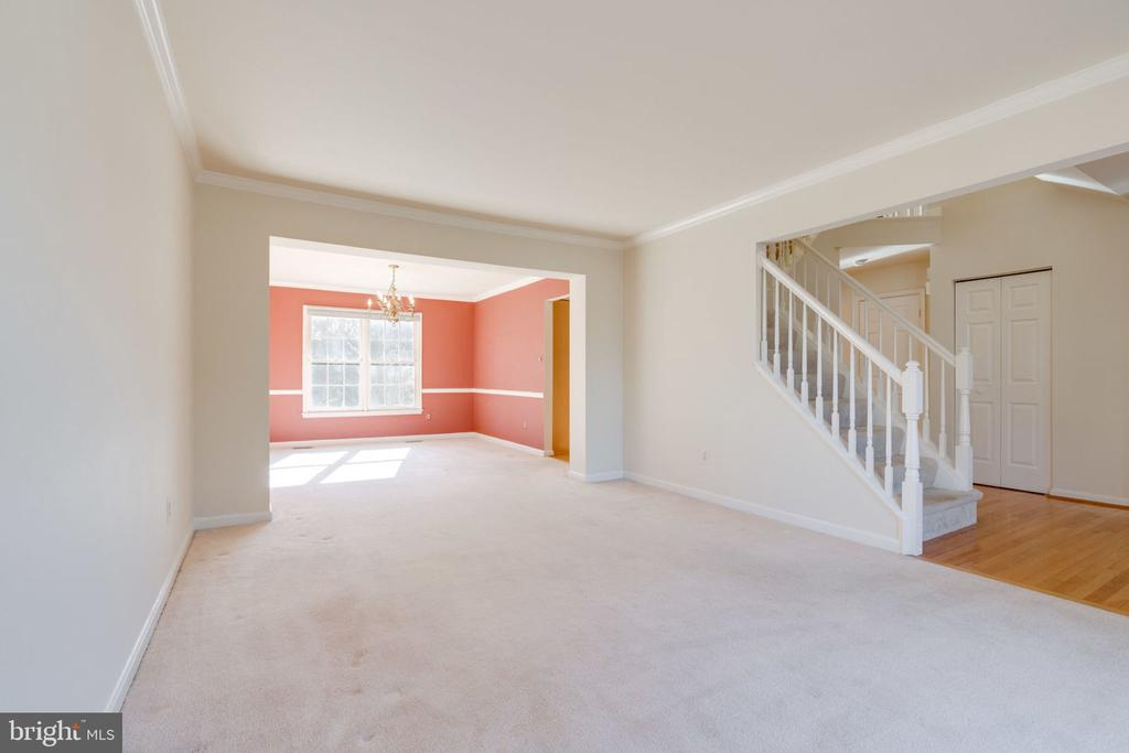 Great Space to Relax or Entertain - 8111 RIDGE CREEK WAY, SPRINGFIELD