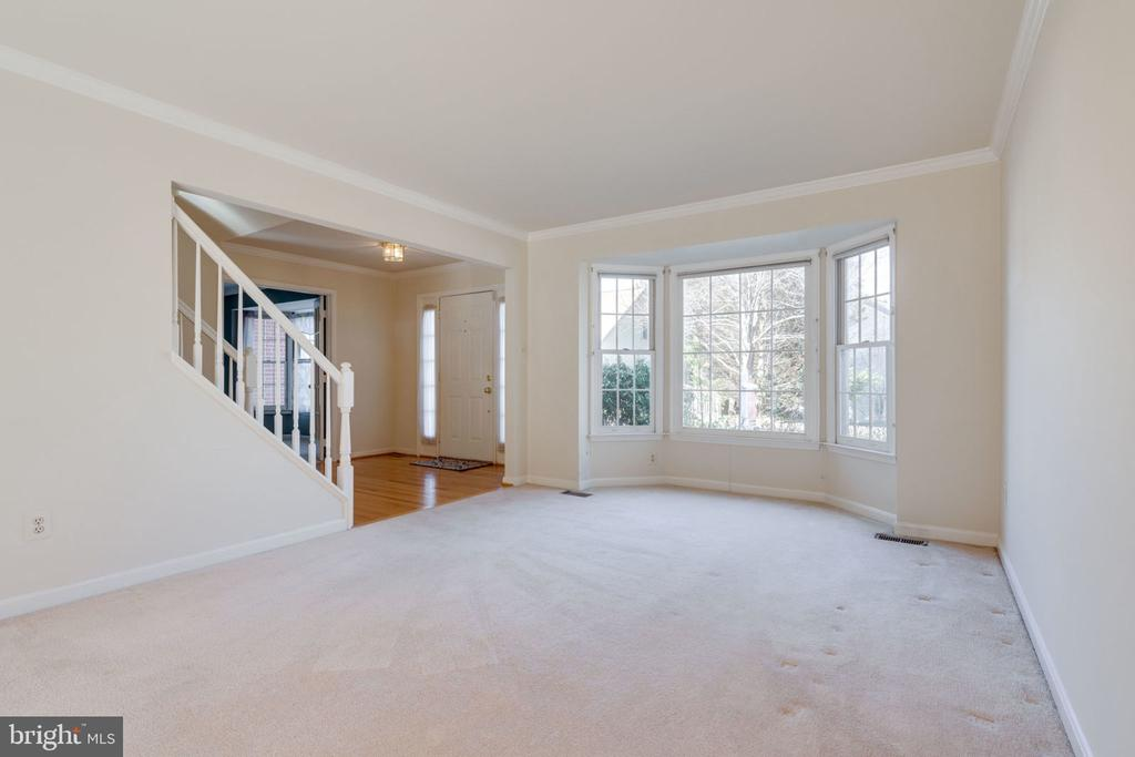 Formal Living Room w/Bay Window - 8111 RIDGE CREEK WAY, SPRINGFIELD