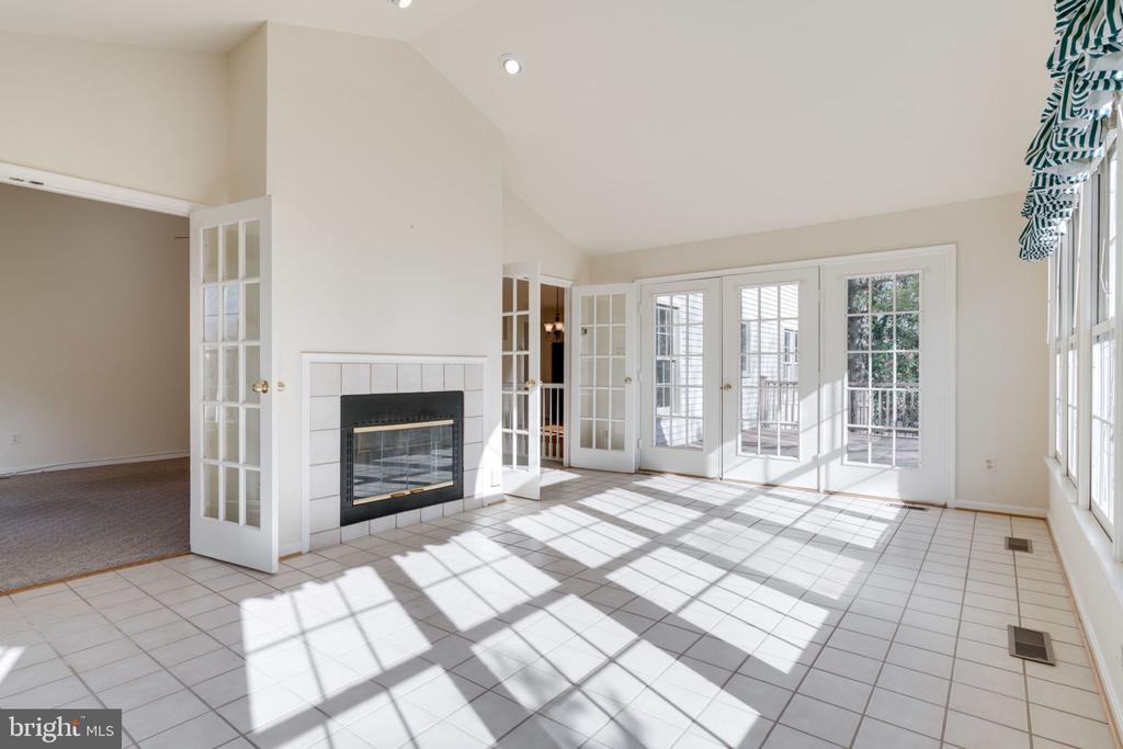 Sun/Florida Room w/2-Sided Fireplace - 8111 RIDGE CREEK WAY, SPRINGFIELD