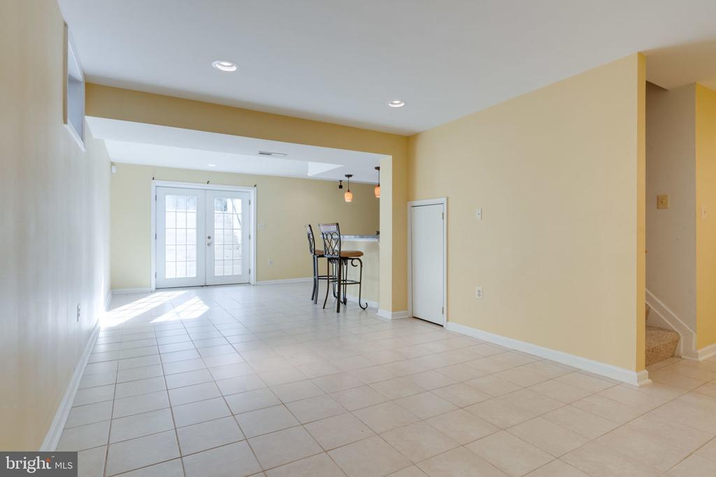 Fully Finished Lower Level w/Walk-Out Stairs - 8111 RIDGE CREEK WAY, SPRINGFIELD